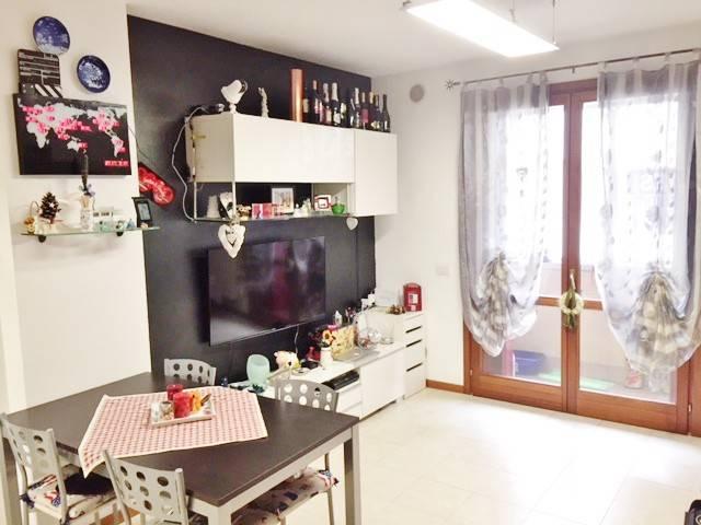Appartamento in buone condizioni arredato in vendita Rif. 6921060