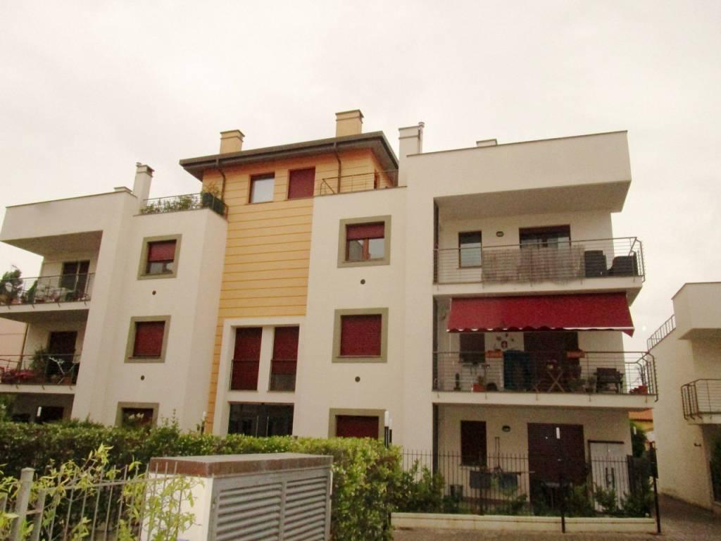 Attico / Mansarda in ottime condizioni arredato in affitto Rif. 8282918