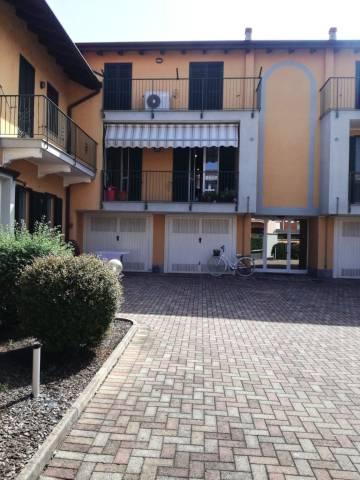 Appartamento in buone condizioni in vendita Rif. 6916672