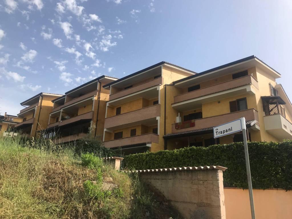Appartamento in ottime condizioni in vendita Rif. 6923308