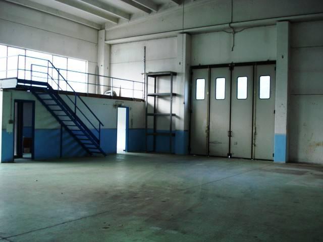 Capannone in affitto a Pinasca, 4 locali, prezzo € 500   CambioCasa.it