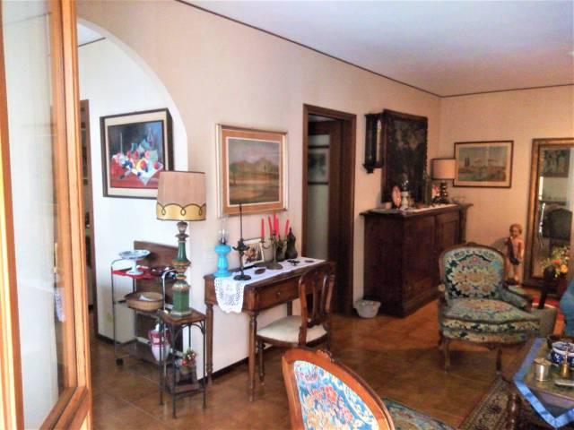 Appartamento in buone condizioni parzialmente arredato in vendita Rif. 6922490