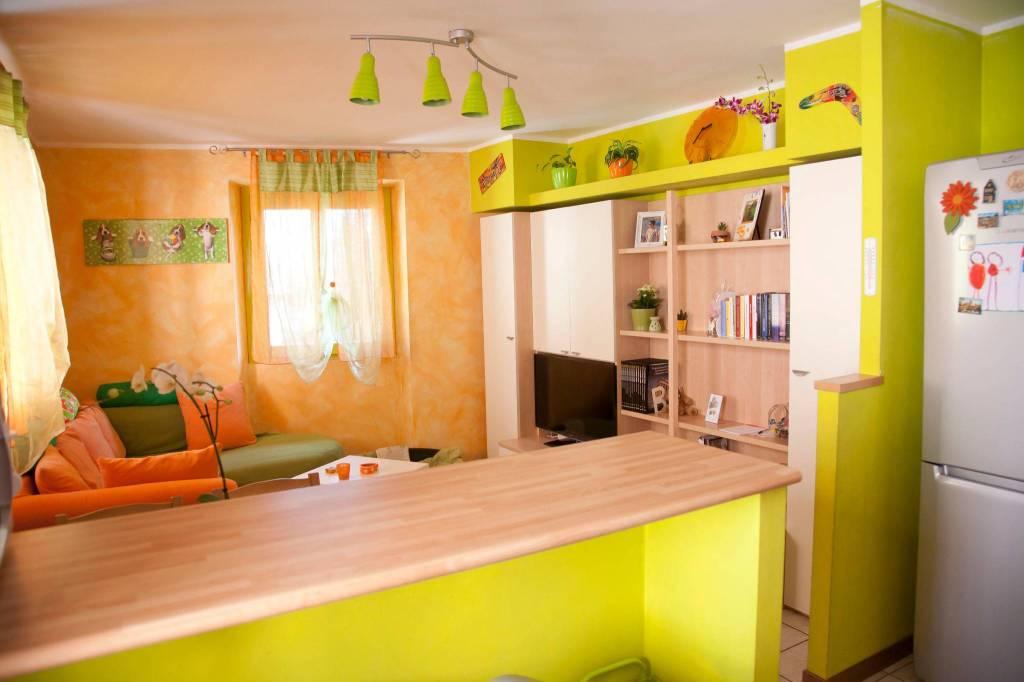 Appartamento in ottime condizioni parzialmente arredato in vendita Rif. 9159251
