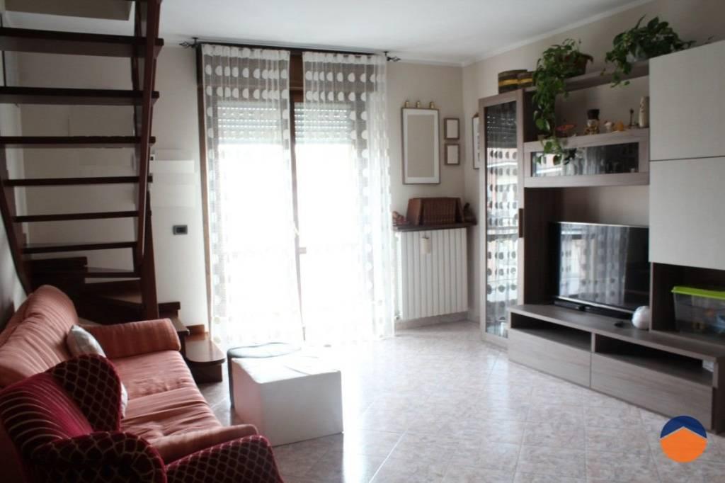 Appartamento in buone condizioni in vendita Rif. 9155341