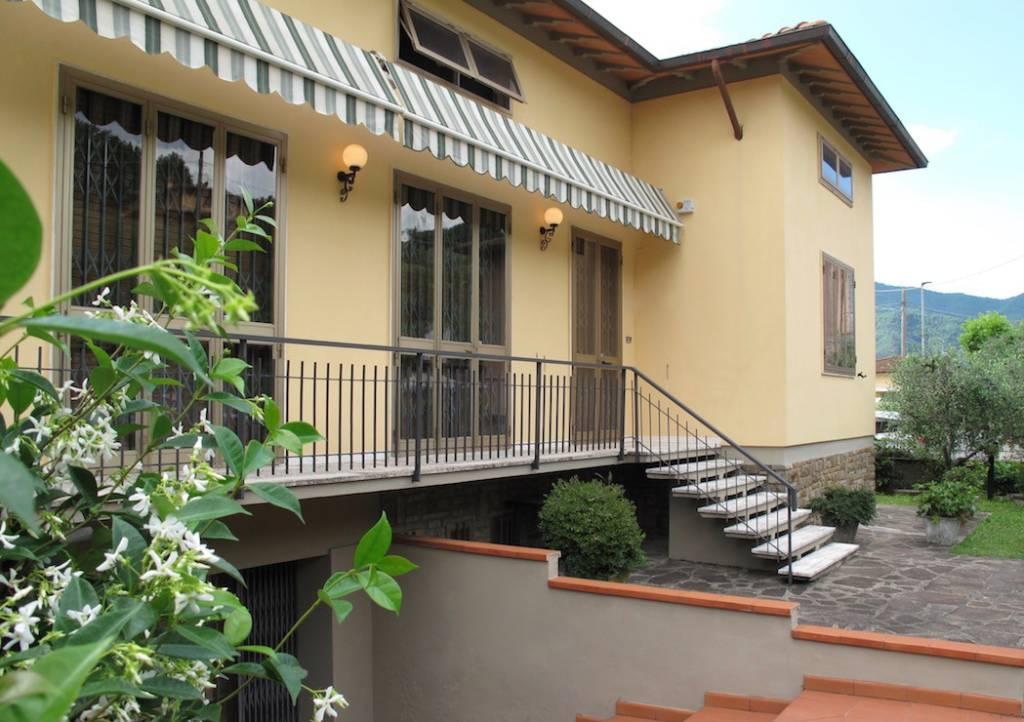 Villa in buone condizioni parzialmente arredato in vendita Rif. 6932861