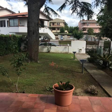 Villa in buone condizioni parzialmente arredato in vendita Rif. 6682351