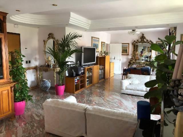 Appartamento in Vendita a Catania: 5 locali, 210 mq