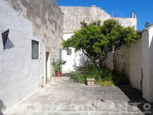 Appartamento in buone condizioni in vendita Rif. 6936336