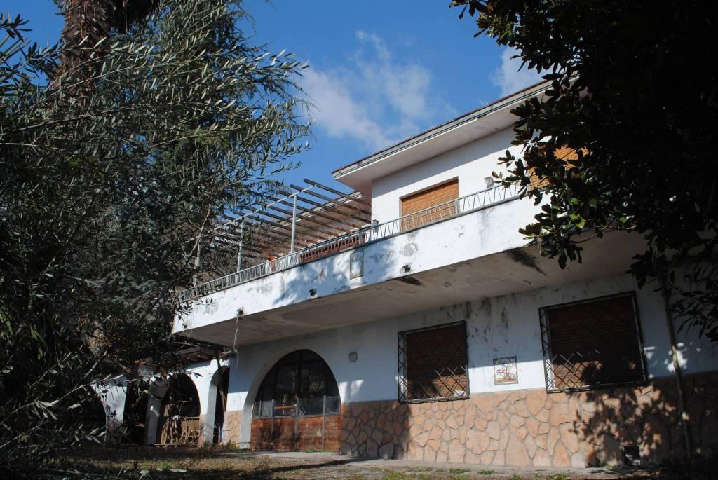 Villa in Vendita a Tenno