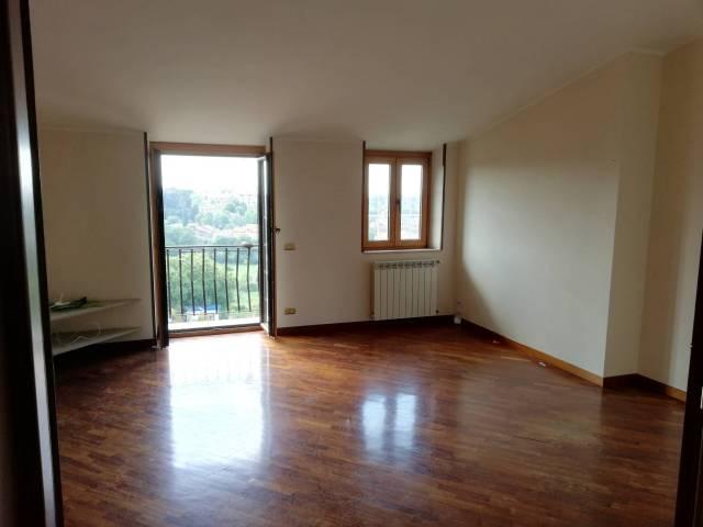 Appartamento in buone condizioni parzialmente arredato in affitto Rif. 6931174