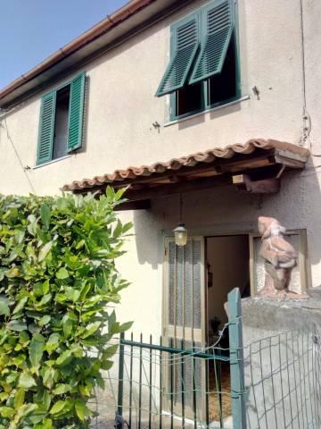 Casa Indipendente in buone condizioni parzialmente arredato in vendita Rif. 6934228