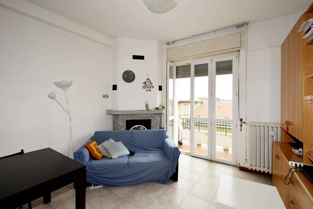 Appartamento in vendita 3 vani 95 mq.  via Andrea Costa 27 Milano
