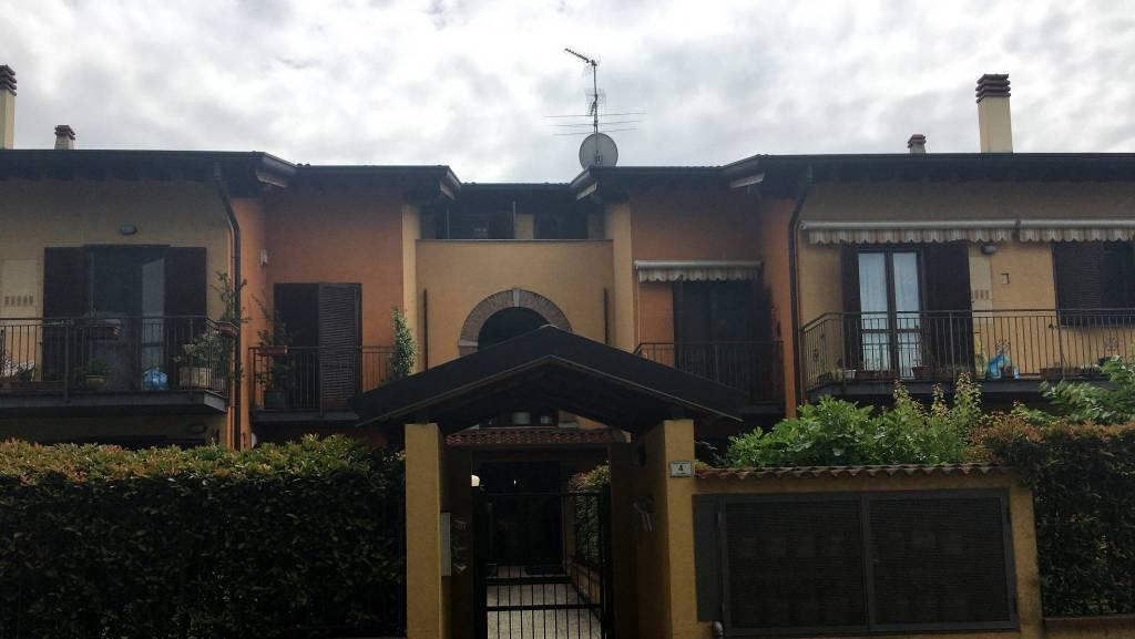 Appartamento in ottime condizioni arredato in affitto Rif. 9432385