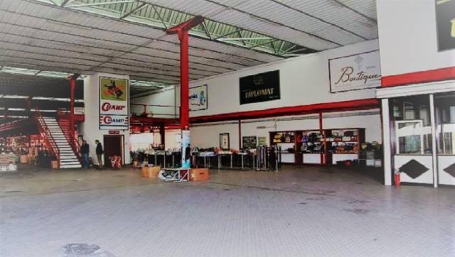 Locale Commerciale con Ampio Parcheggio