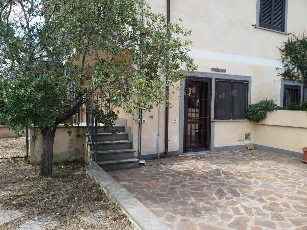 Appartamento in buone condizioni in vendita Rif. 8107687