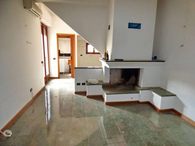 Appartamento in buone condizioni in vendita Rif. 6930909