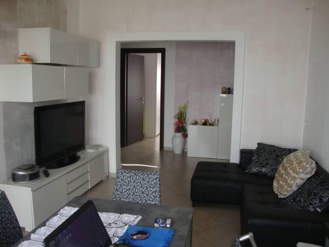 Appartamento in ottime condizioni arredato in affitto Rif. 6931159