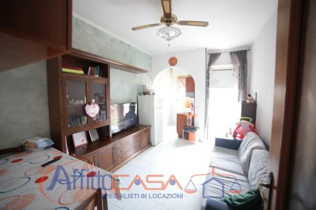Appartamento in buone condizioni parzialmente arredato in affitto Rif. 6938026
