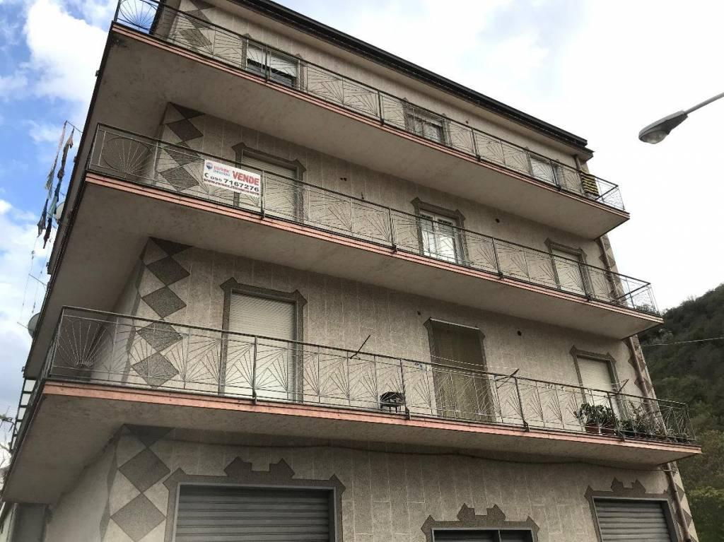 Appartamento in buone condizioni in vendita Rif. 6949010