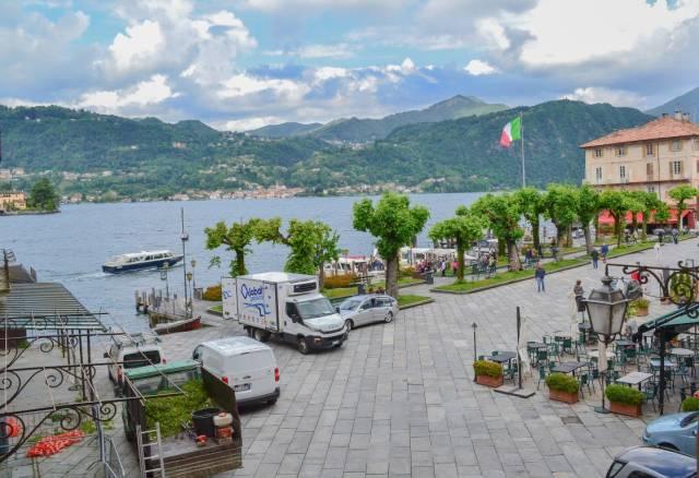 Appartamento ristrutturato in piazza con vista lago