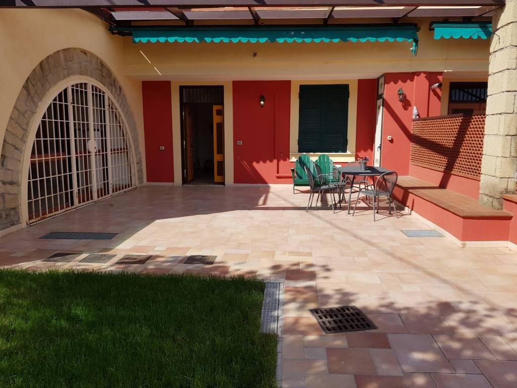 Appartamento in vendita a Pozzuoli, 4 locali, prezzo € 350.000   CambioCasa.it