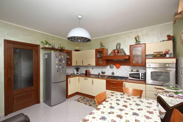Appartamento in buone condizioni in vendita Rif. 6949234