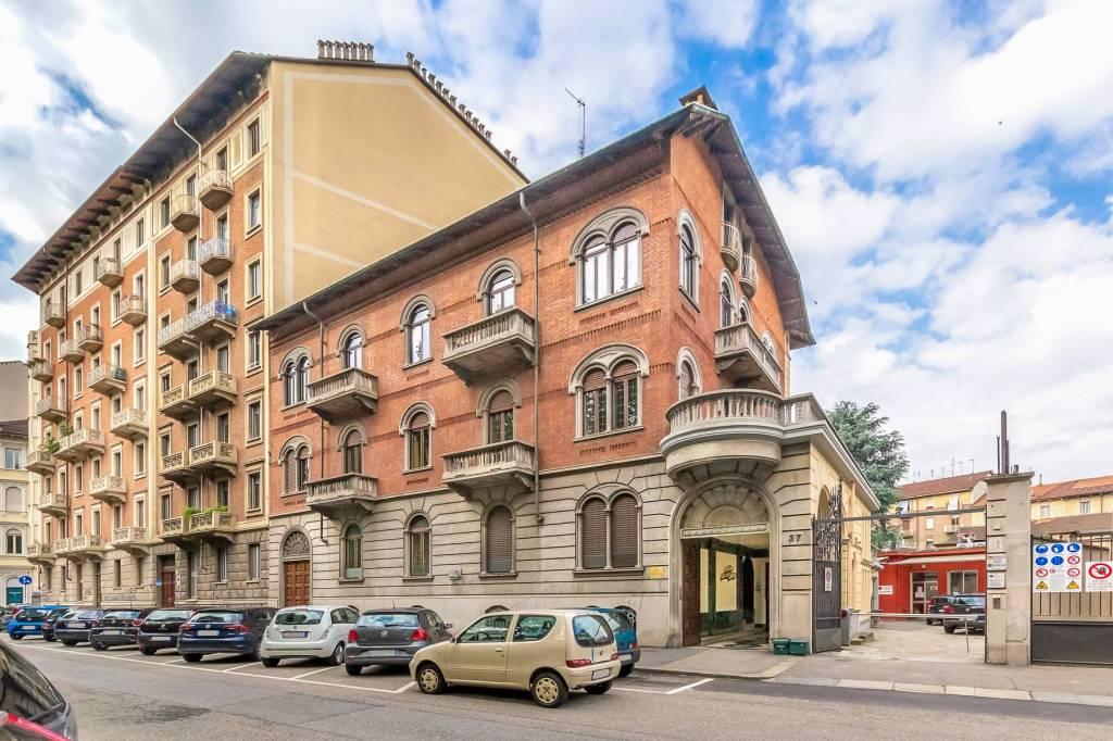 Immagine immobiliare Ufficio 200 m² in vendita in Corso Tassoni Nel quartiere San-Donato-Campidoglio di Torino, in Corso Tassoni, vendiamo ufficio con terrazzo situato al 1° piano nobile di un elegante edificio d'epoca inizio '900 con ascensore....