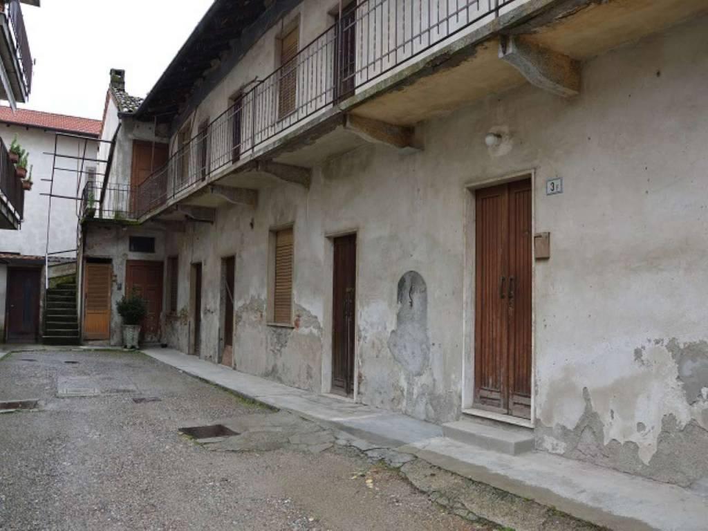 Soluzione Indipendente in vendita a Cardano al Campo, 15 locali, prezzo € 135.000 | CambioCasa.it