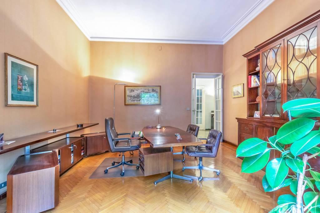 Immagine immobiliare Affitto ufficio 200 m² in Corso Tassoni Nel quartiere San-Donato-Campidoglio di Torino, in Corso Tassoni, affittiamo signorile ufficio con terrazzo situato al 1° piano nobile di un elegante edificio d'epoca inizio '900 con...