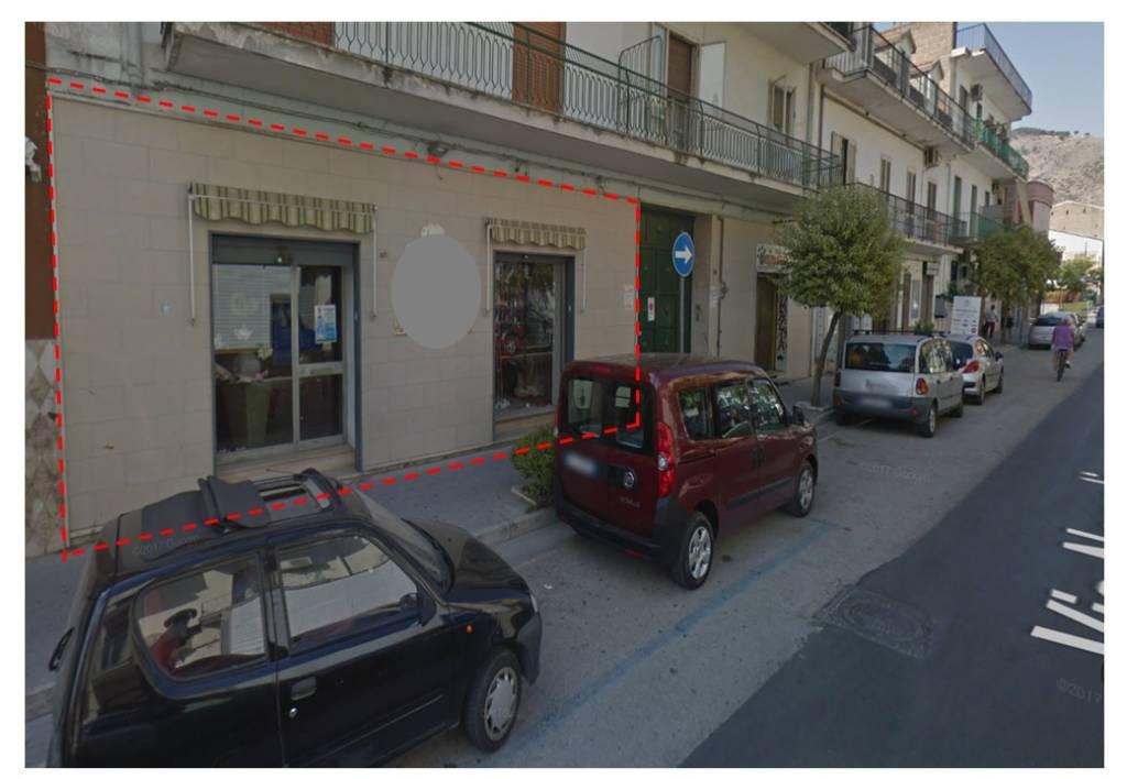 Via Napoli 120 mq doppia vetrina