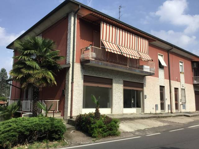 Negozio / Locale in affitto a Nerviano, 2 locali, prezzo € 600 | CambioCasa.it