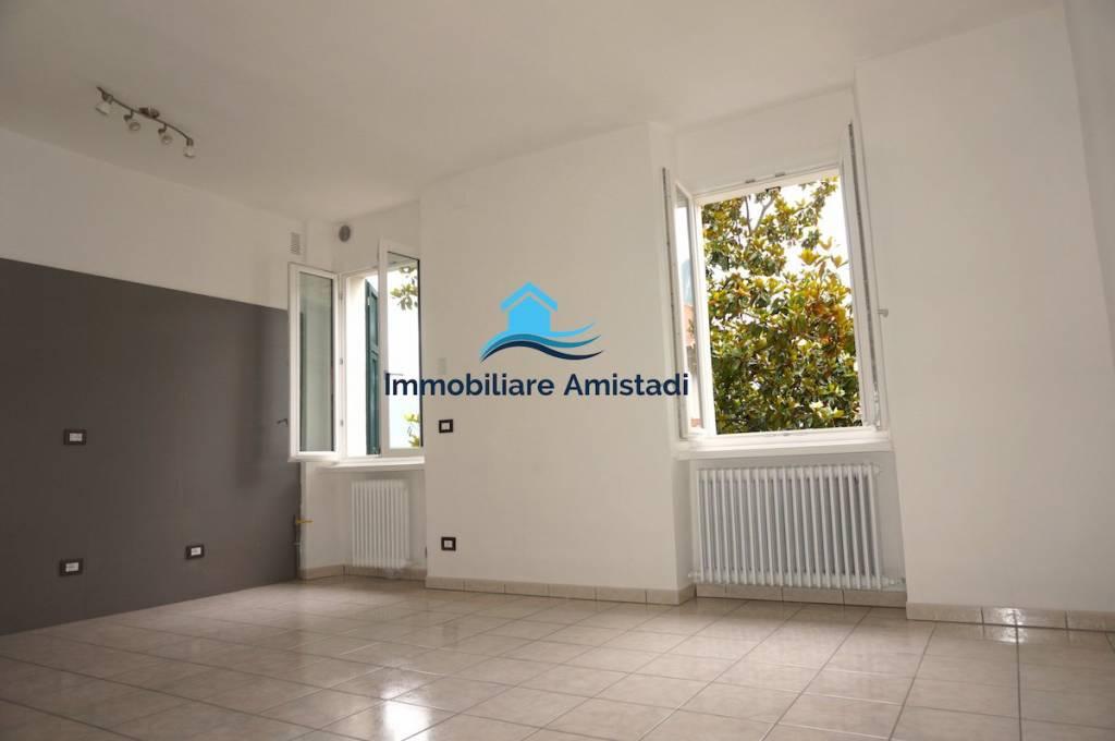 QUADRILOCALE di AMPIA METRATURA Arco