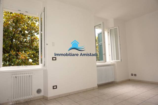 Appartamento in ottime condizioni in vendita Rif. 6947255