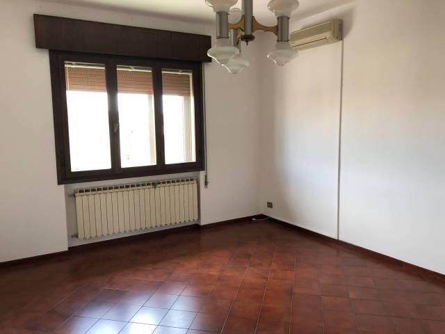 Appartamento in buone condizioni in vendita Rif. 6949180