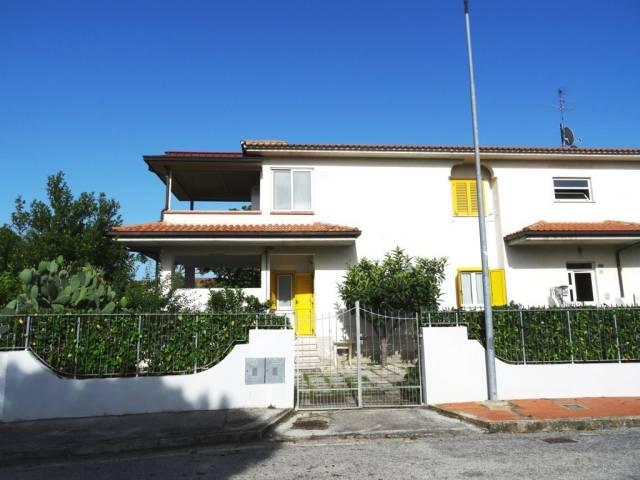 Appartamento in buone condizioni in vendita Rif. 6947010