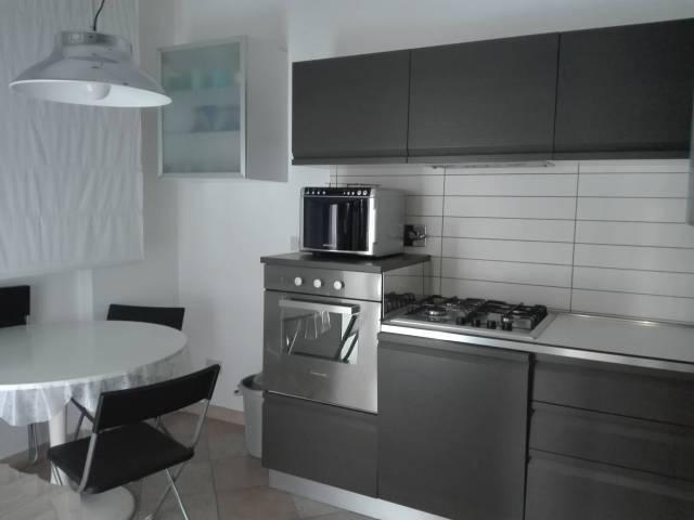 Appartamento in ottime condizioni arredato in affitto Rif. 6949000