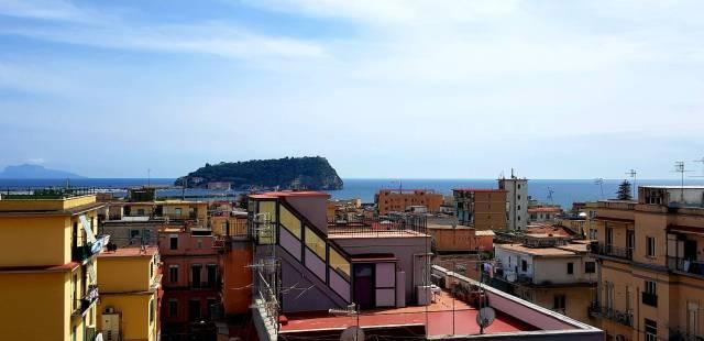 Appartamento in vendita 3 vani 105 mq.  via Girolamo Cerbone Napoli
