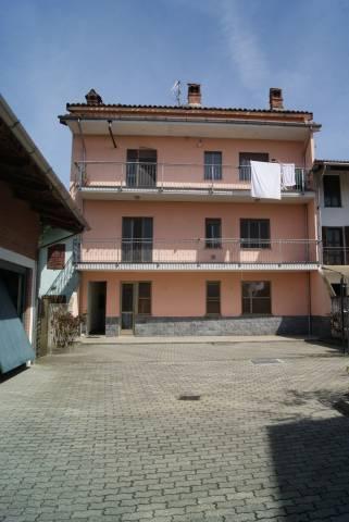 Appartamento in Affitto a Ivrea: 3 locali, 67 mq