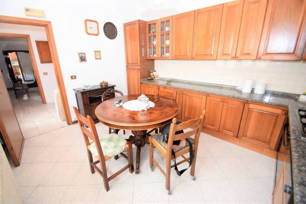 Appartamento in buone condizioni in vendita Rif. 6953738