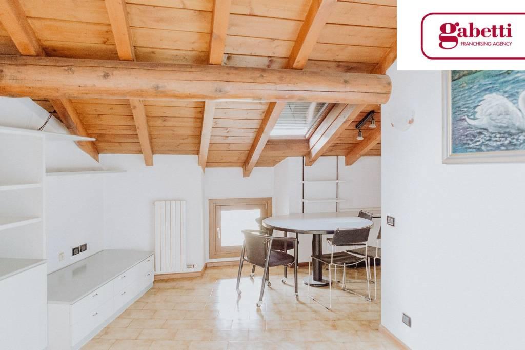 Appartamento in buone condizioni in vendita Rif. 6948715