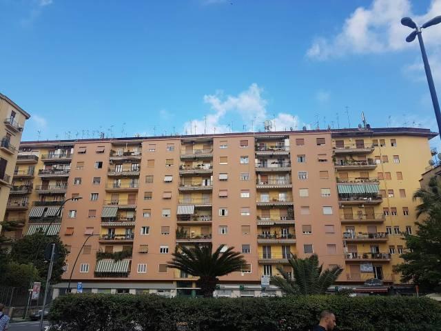 Appartamento in vendita 4 vani 120 mq.  piazza degli Artisti 27 Napoli