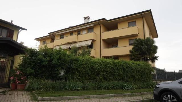 Appartamento in buone condizioni in vendita Rif. 6947243
