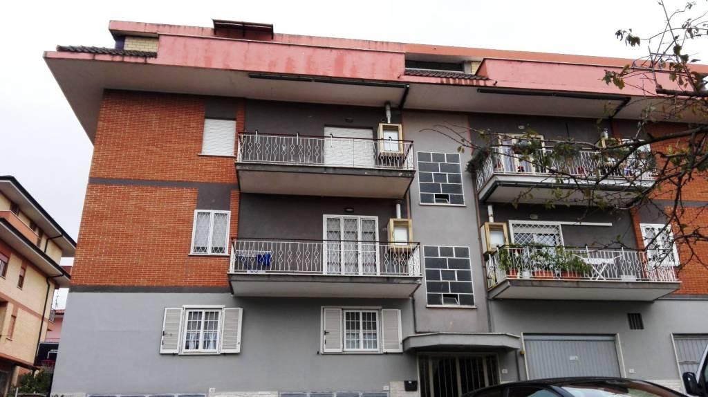 Appartamento in buone condizioni in vendita Rif. 8355838