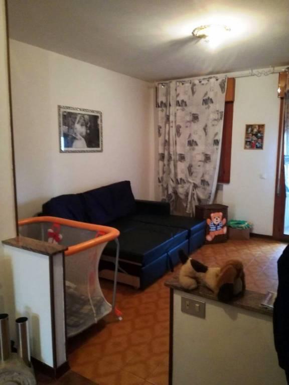Appartamento in buone condizioni arredato in vendita Rif. 6946824