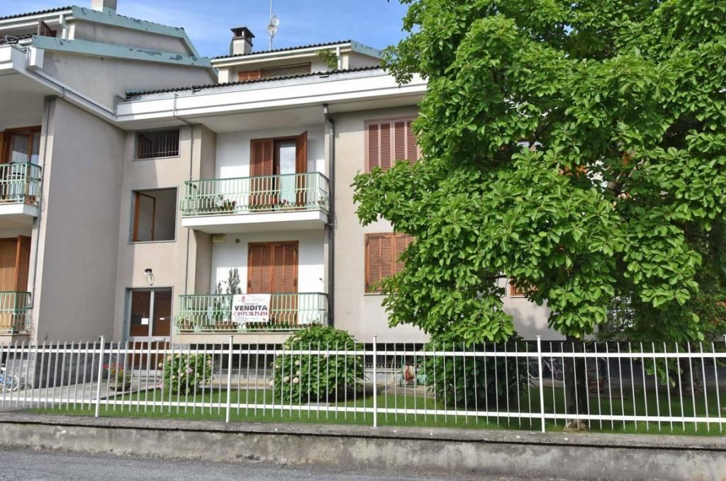 Appartamento in buone condizioni in vendita Rif. 8776597
