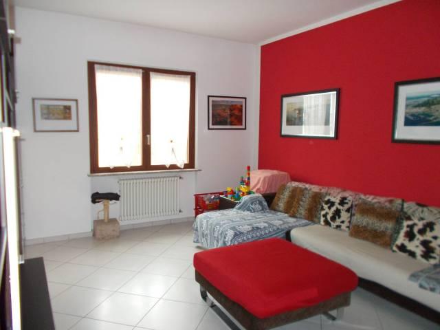 Villa in vendita a Pavia, 6 locali, prezzo € 450.000 | CambioCasa.it