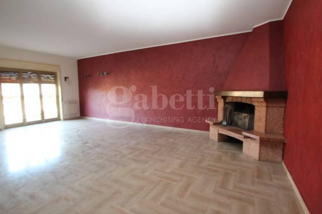 Appartamento in buone condizioni in affitto Rif. 6975574