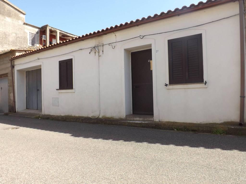 San Vero Milis Abitazione piano terra con garage e giardino.