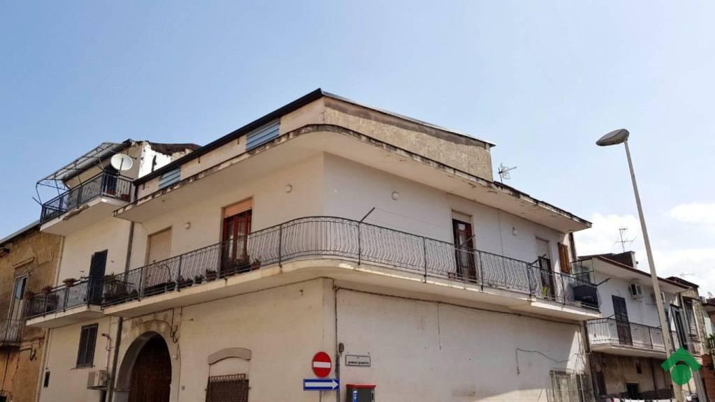 Appartamento in buone condizioni in vendita Rif. 9225771