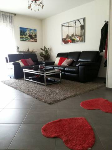 Appartamento in ottime condizioni parzialmente arredato in vendita Rif. 6965219
